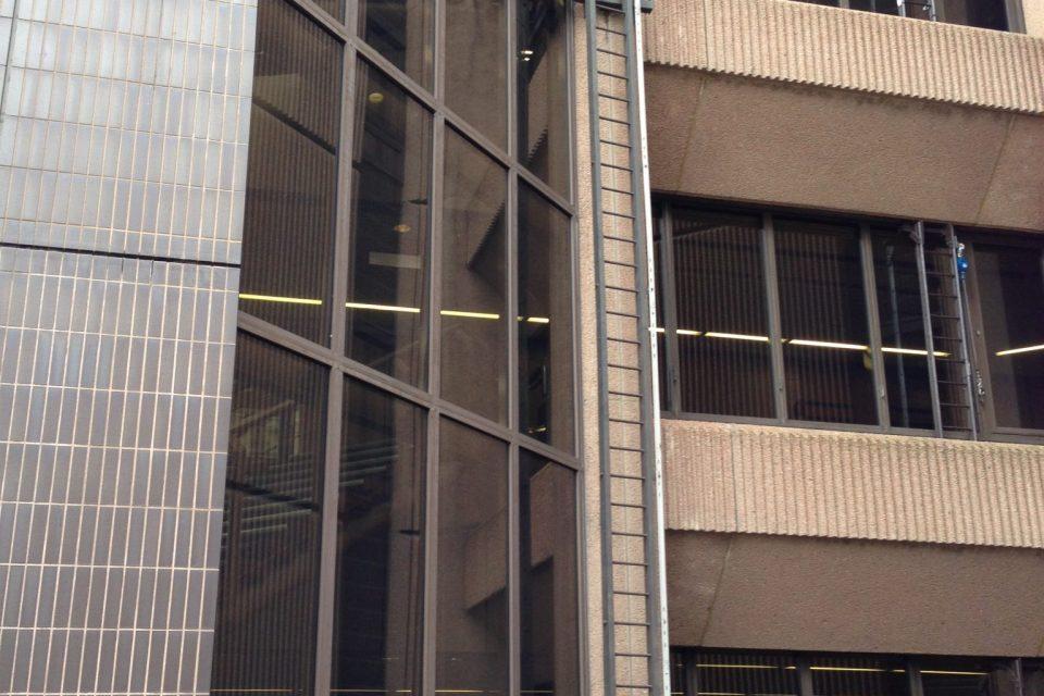 Verrijdbare ladders en loopbruggen