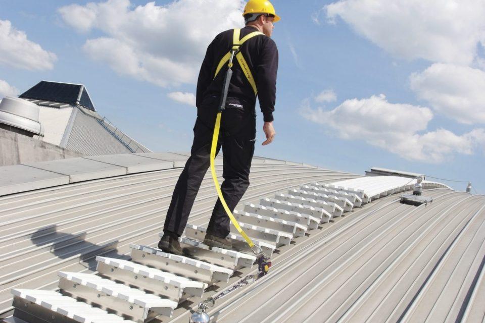 Trap voor daken opbergsysteem onder de trap of een schuin dak